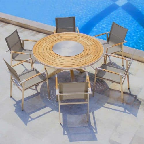 Signature round table with Steel outdoor chairs